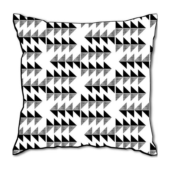 TRIANGLE SHADOW Cushion