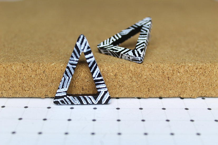 TRIANGLE OUTLINE EARRINGS ASSORTED