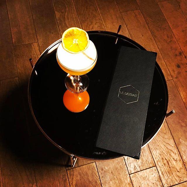 Semaine 29_ Sainte-Hélène_- Gin_- Gin infusé au thym_- Liqueur Napoléon mandarine_- Pêche_- Abricot_