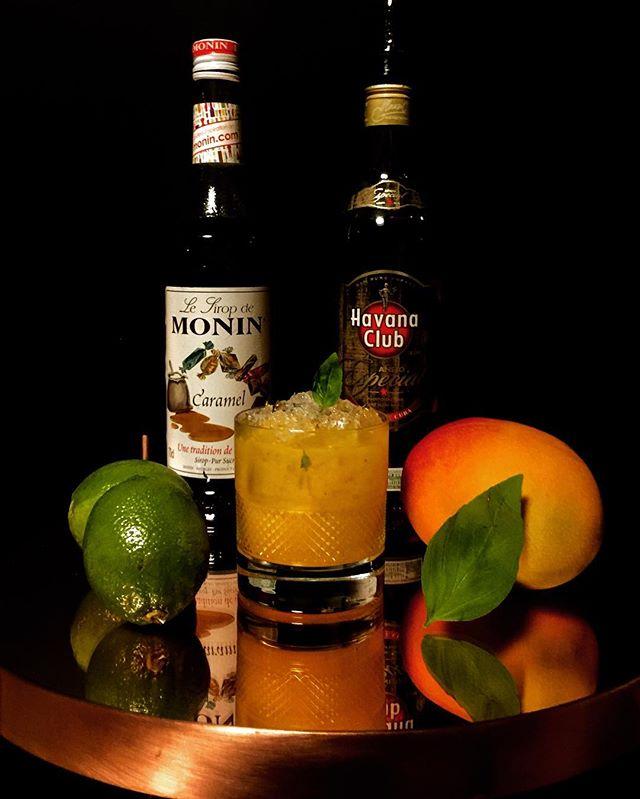 Semaine 7 ___Le Caramango !_- Purée de mangue_- Citron vert_- Basilic_- Sirop de caramel_- Rhum ambr