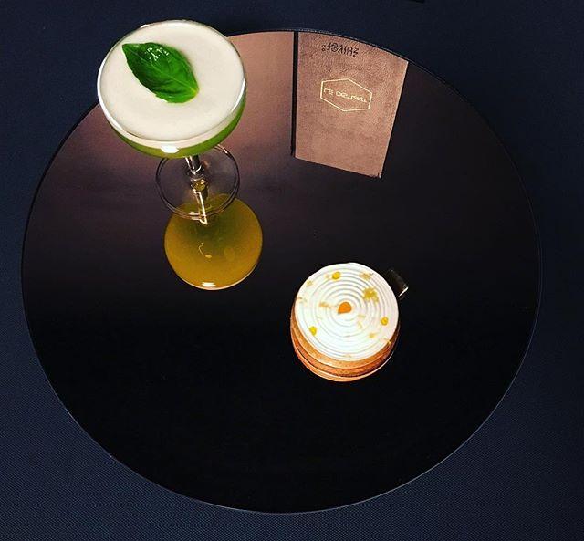 Semaine 41_ _ Charlie Charlie __- Vodka_- Basilic_- Concombre_- Sucre de canne_- Blanc d'œuf_- Point