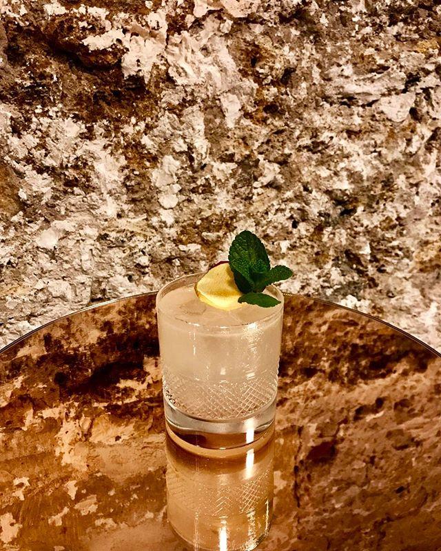 Semaine 31_ L'Héritage_-Vodka_-Grand Marnier_-Jus de pomme_-Citron jaune_-Une goutte de sirop d'anis