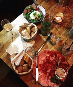 Envie d'un petit apéro __#barledistrait #cocktailmaison #charcuterie #fromage #toutestbondanslecocho