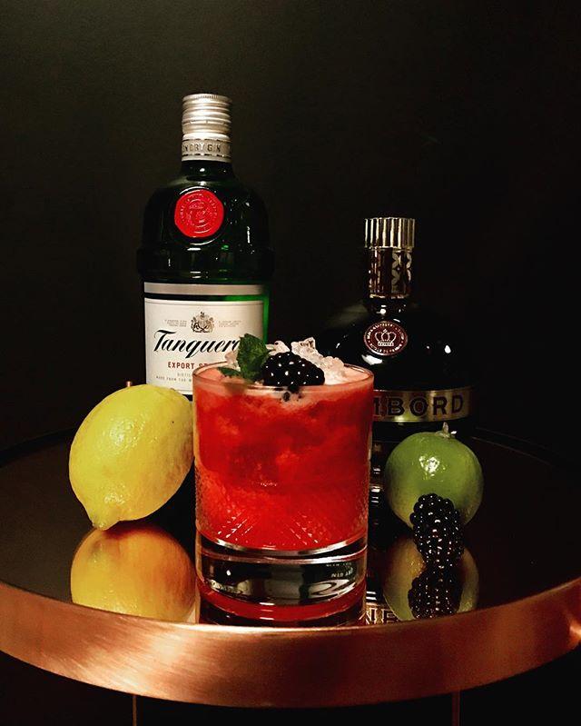 Semaine 10_ Le Bramble_- Gin_- Liqueur Chambord_- Citron vert_- Purée de mûres_#mûres #citron #gin #