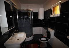 Badezimmer Erdgeschoss.jpeg
