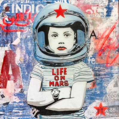LIFE ON MARS  80 x 80 cm