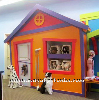 Pet store payhouse