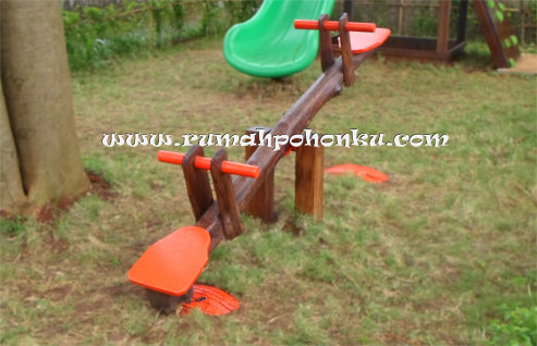 Wooden seesaw (single seater)