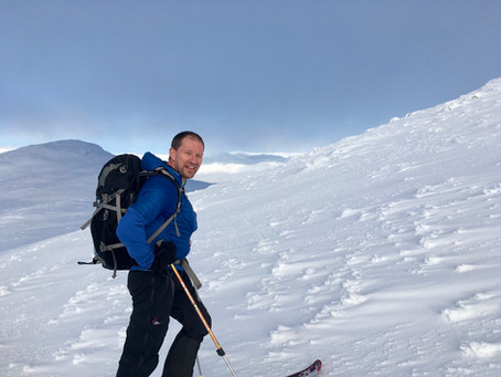 Geal Charn skiing