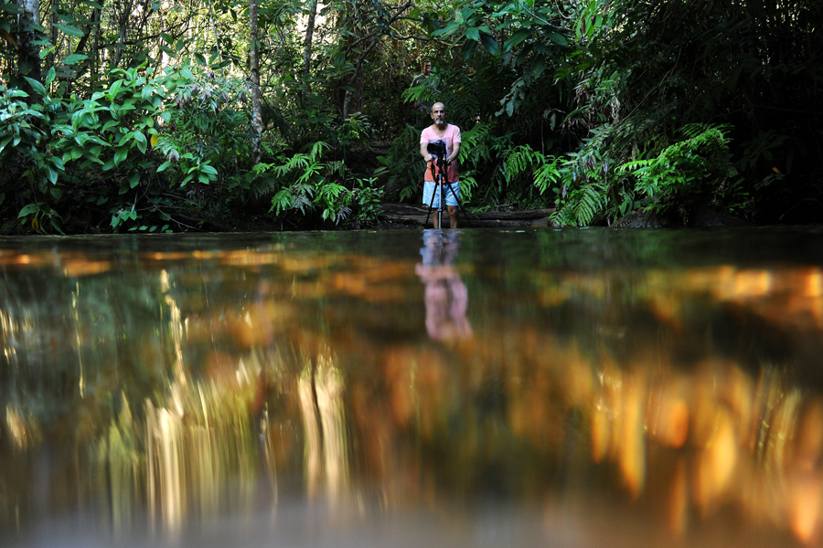 Ita fotografando no Poço das Antas - Vale do Rio Claro - Parque Nacional da Chapada dos Guimarães - MT