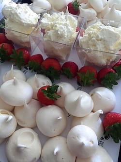 Meringues with strawberries & cream