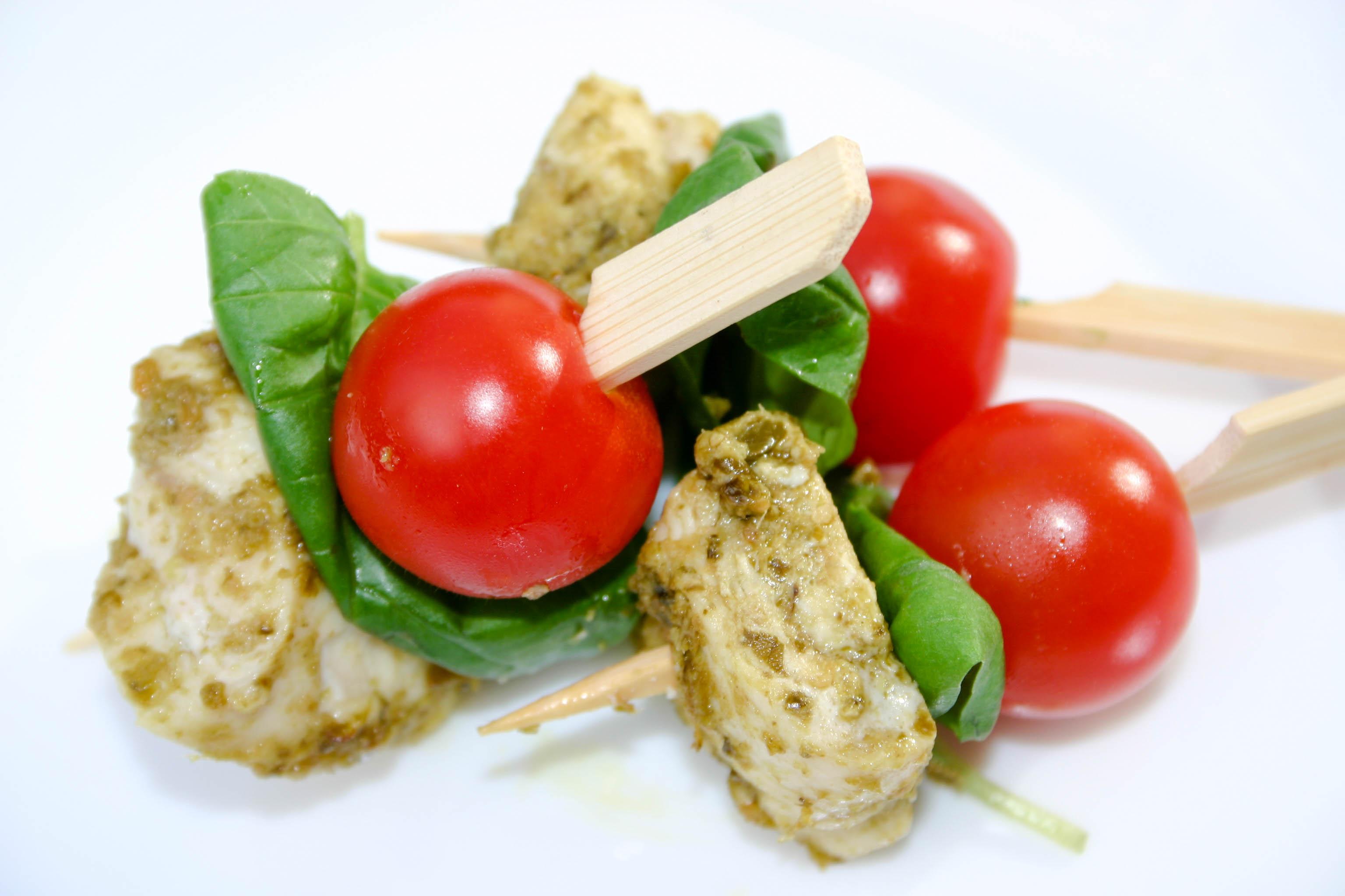 Pesto chicken, tomato & basil skewer