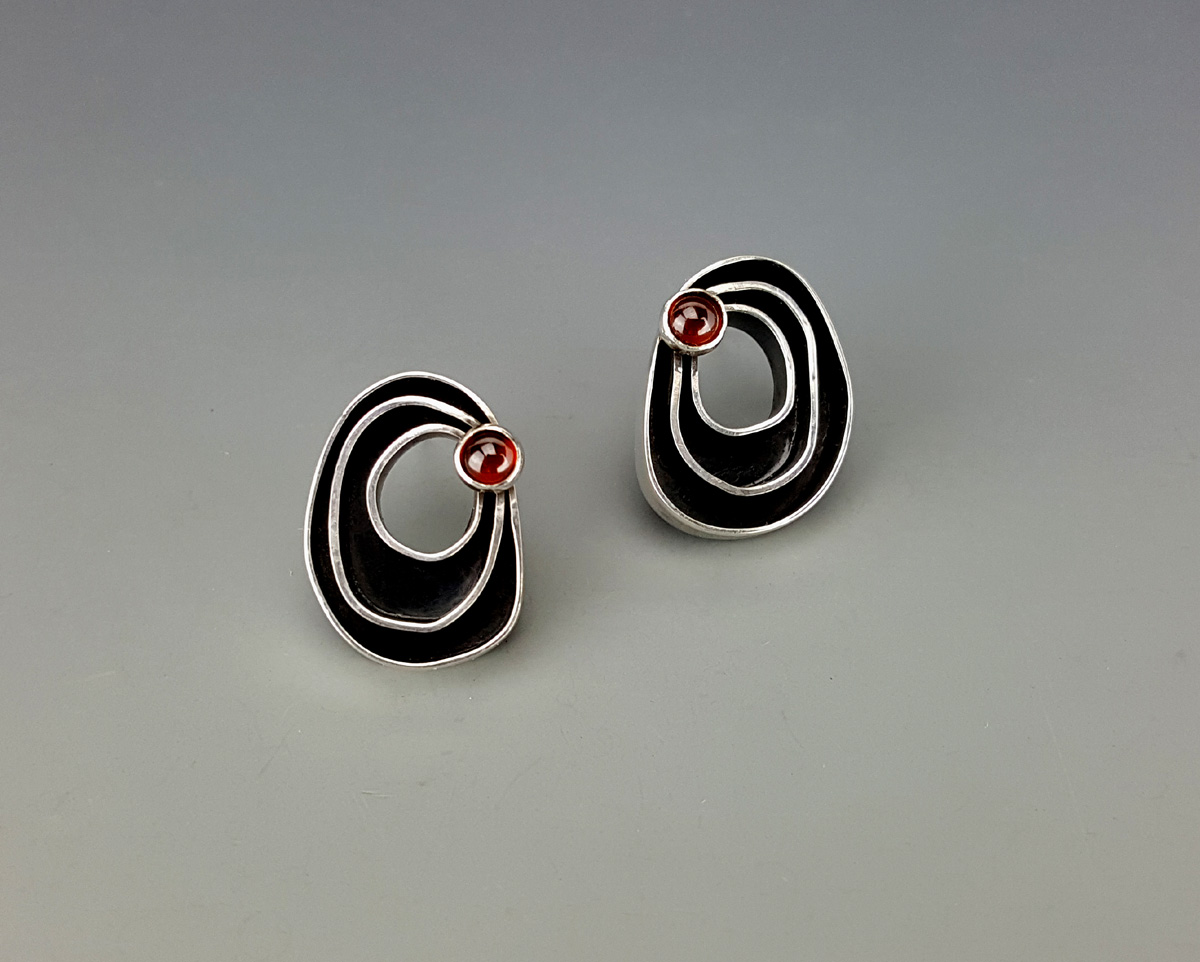 Organic earrings with garnet