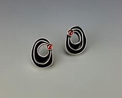 Organic earrings with garnet