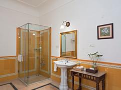 Guest Bathroom 1.jpg