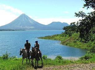 horseback_lake_trail_arenal2.JPG