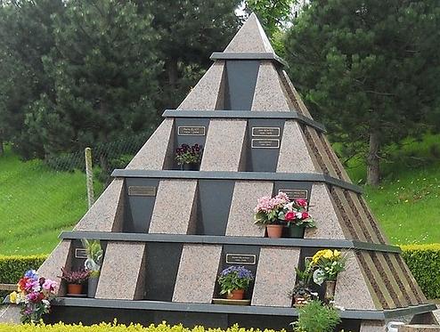Columbarium Pyramide. Tarifs sur demande.