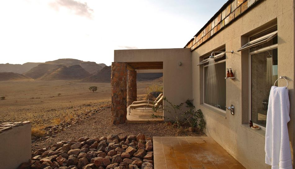 sossusvlei-desert-lodge-outside-shower.jpg.950x0