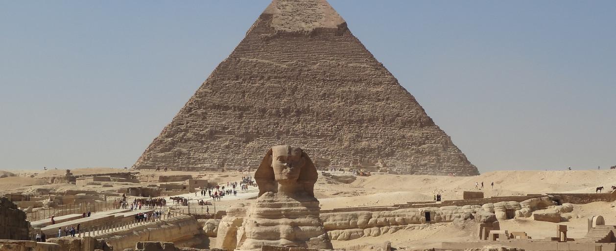 Pyramide et sphinx egypte nov 2016.jpg