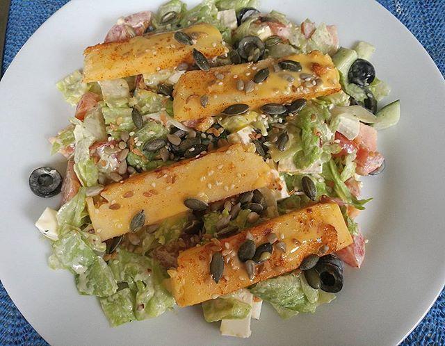 Greek feta salad and chilli polenta, perfect for a hot day☀ _#dinner #salad #saladbowl #greeksalad #