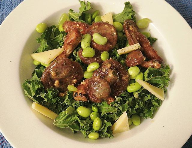 Sunday night dinner🍴🍄_#weekend #Sunday #dinner  #saladbowl #mushrooms #kale #soya #peanutbutter #m