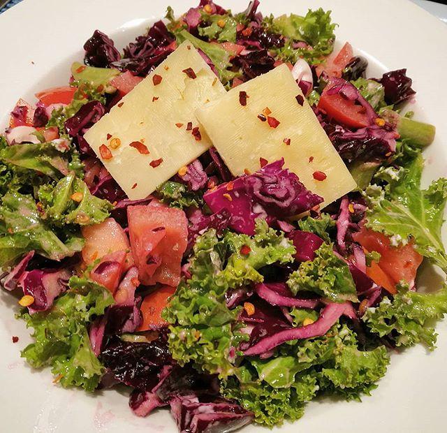 Cute colourful Salad for dinner😁🍴💜_#tuesday #dinner #salad #saladbowl #supersalad #superbowl #sup