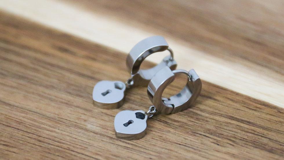 Boucles d'oreilles petites créoles cadenas