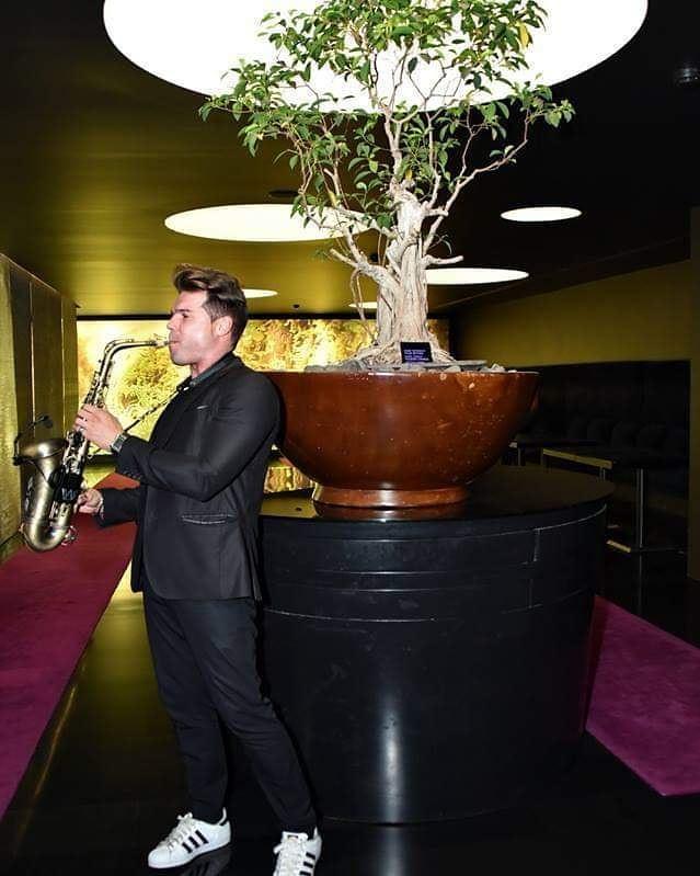 saxofonista ricardo branco no dodubletree by hilton em lisboa