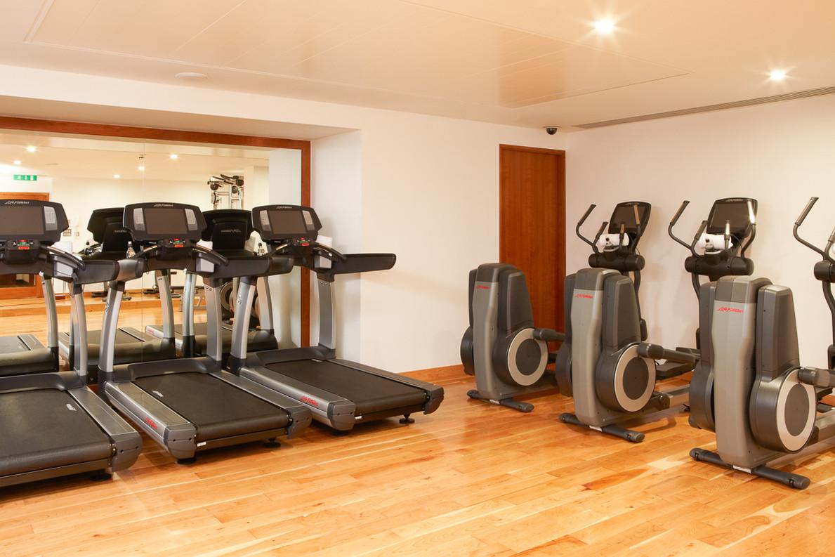44121047-H1-4_Met_Gym_treadmills_005_rt.