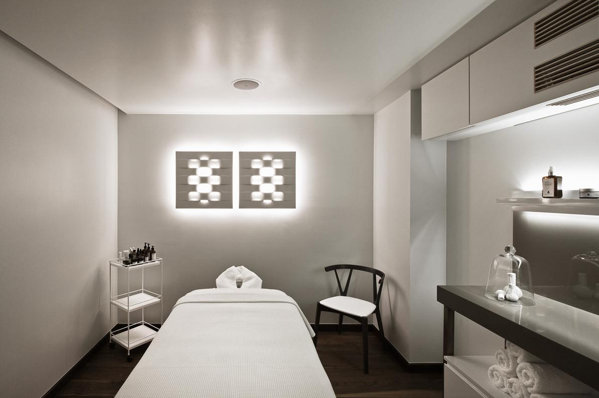 43970540-H1-Single_Treatment_Room_1.jpg