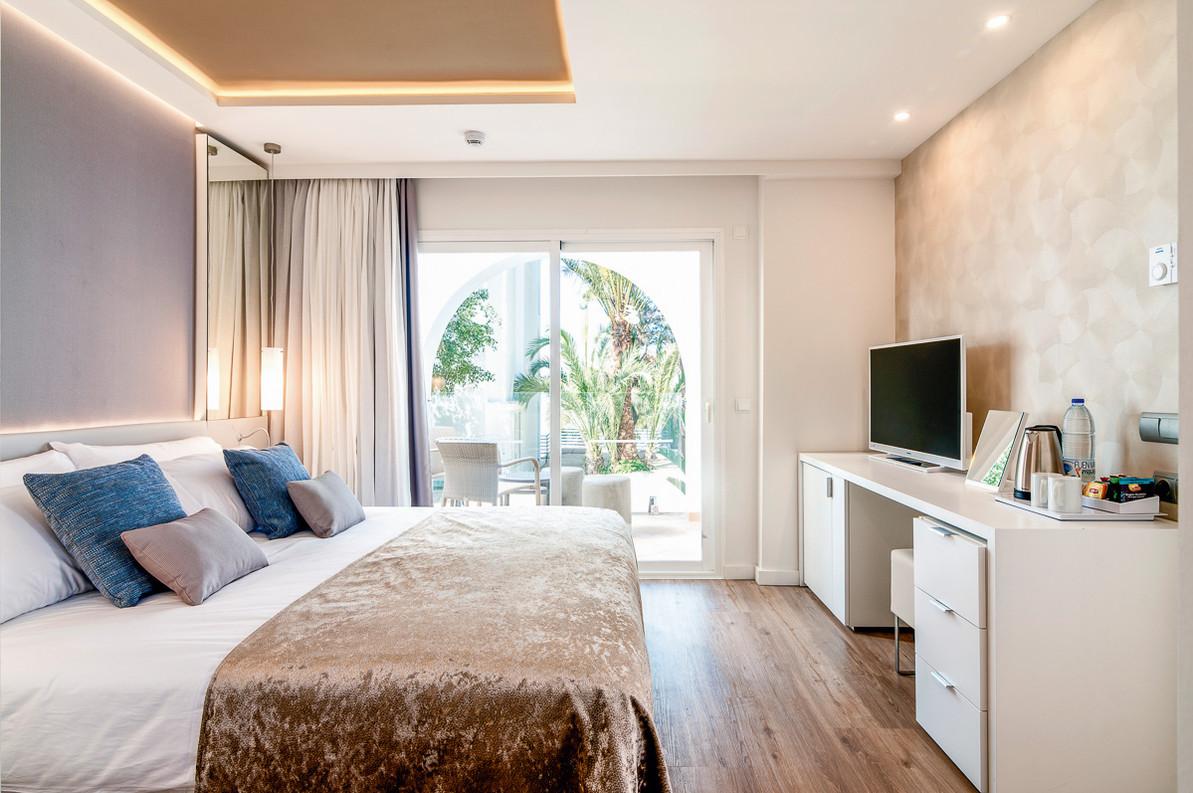 room suite2.jpg