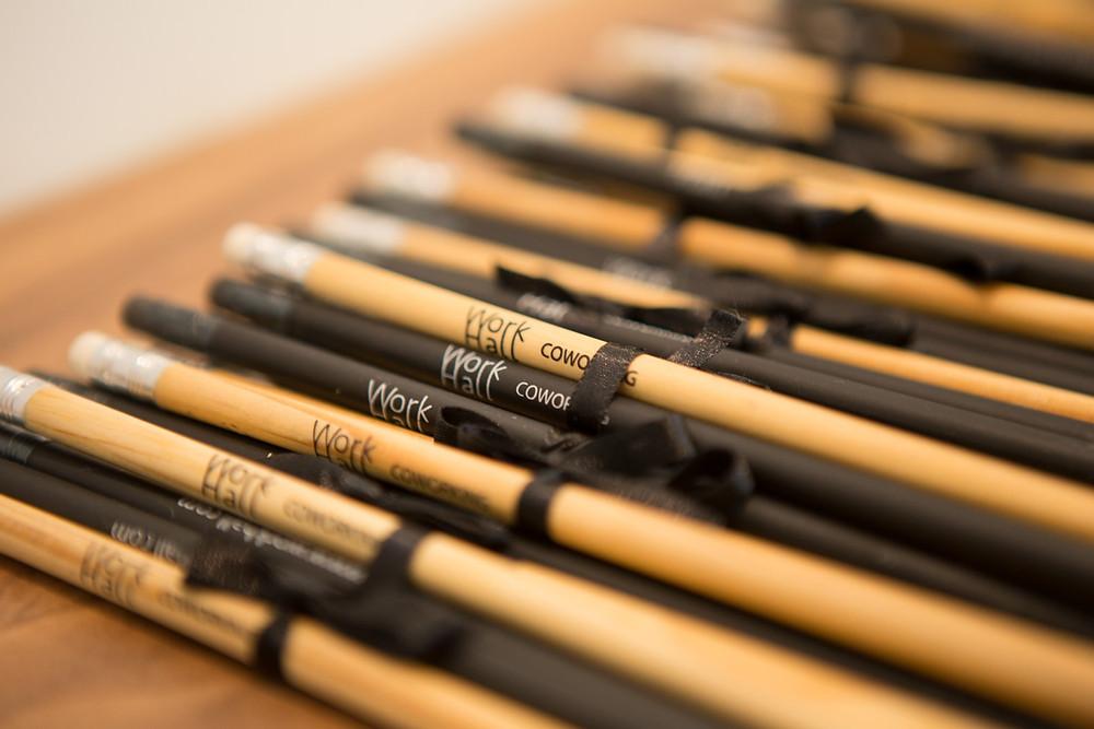 Brinde empresarial, lápis personalizado, material gráfico do workhall coworking