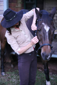Fitting a bitless bridle