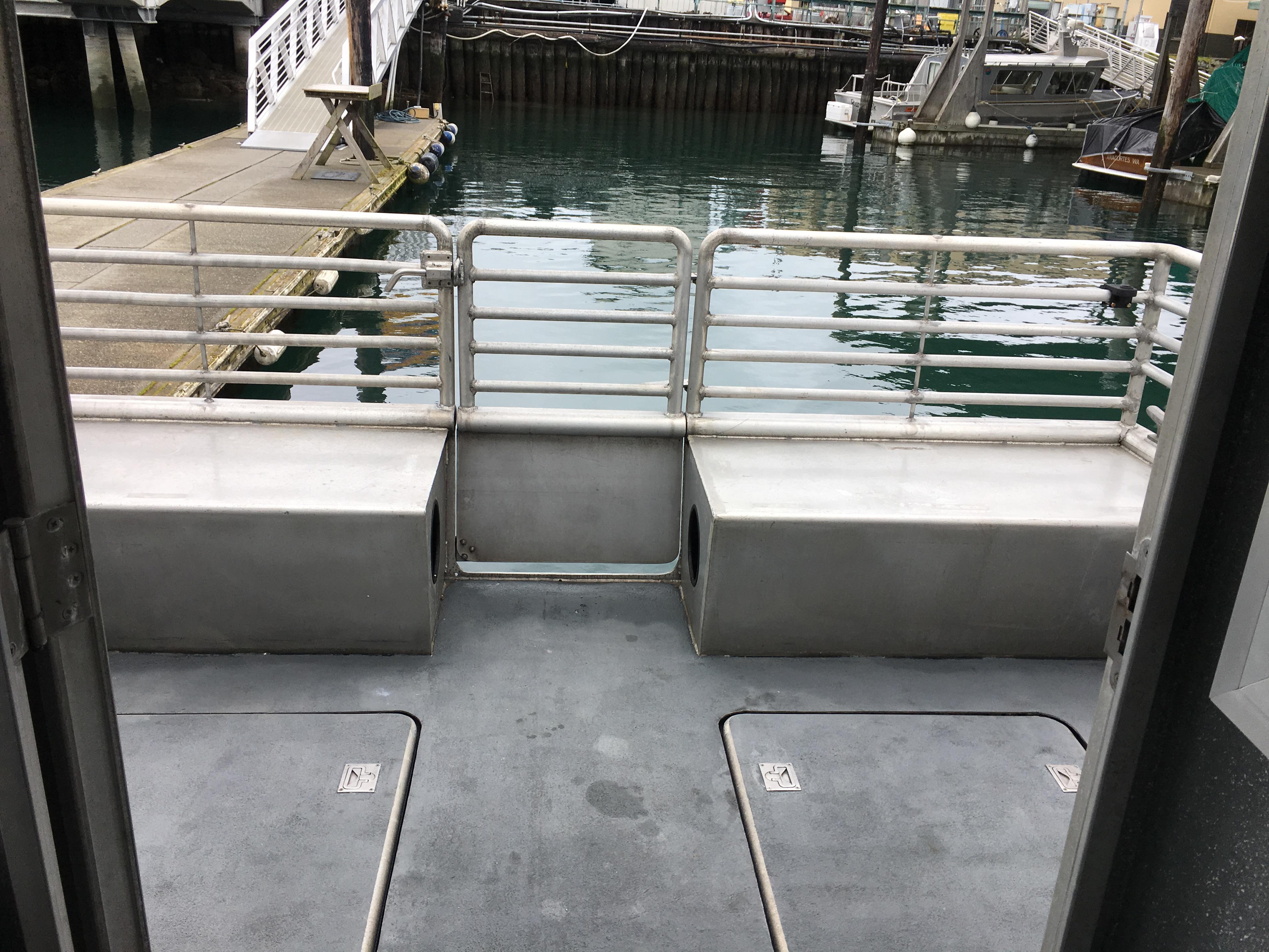 IE II Outdoor Seating