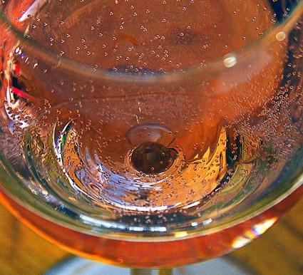 Τι είναι το spritzer κρασιού? (wine spritzer)