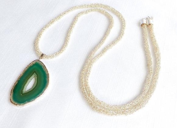 Corrente prata em croche com chapa de agata verde