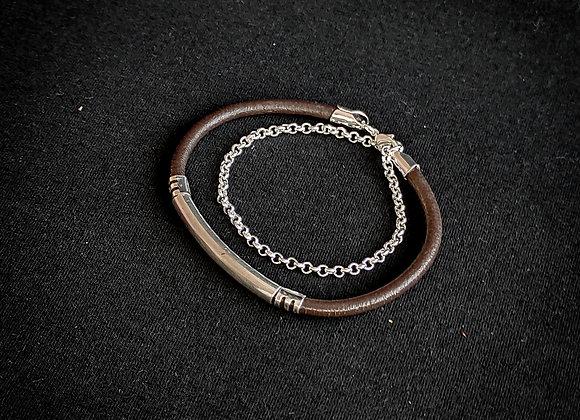 Bracelete cordão couro marrom , corrente e tubos