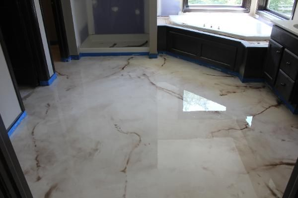Piso Porcelanato Liquido banheiro branco marmorizado