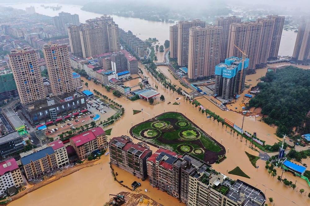 2019年7月10日,湖南衡東縣洣水一處堤壩決堤造成4村受災。圖:IC photo | On July 10th, 2019,  the collapsed dam incurred the turmoils of 4 villages in Hengdong County, Hunan Province. Credit: IC Photo