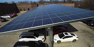 Paneles solares para estacionamientos
