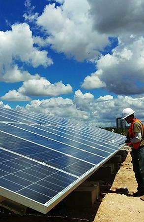 Instalación de paneles solares in situ