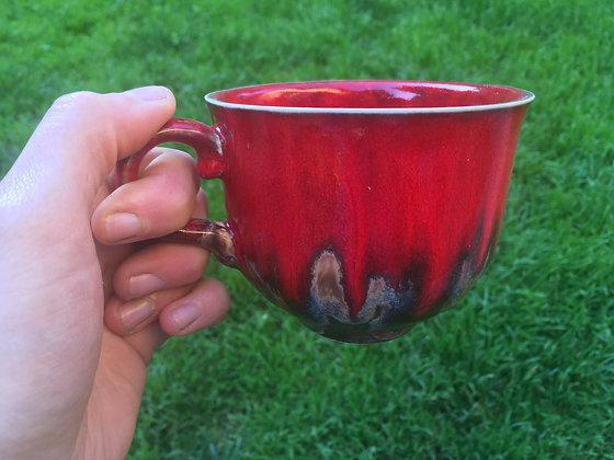 Filiżanka czerwono-brązowa