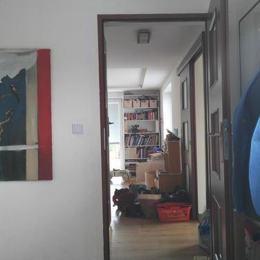 Z pracovny do obývacího pokoje
