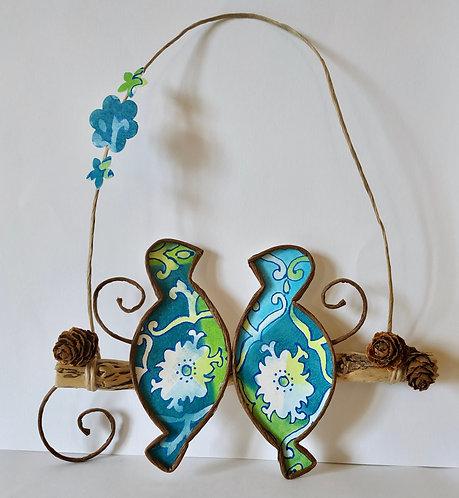 Deux oiseaux sur une branche