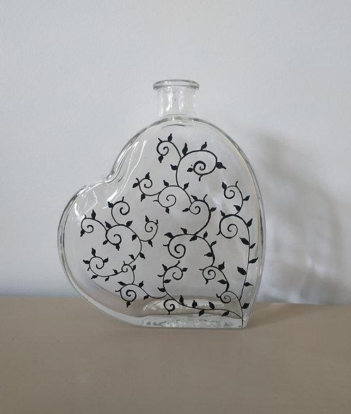 Bouteille en forme de coeur peinte à la main