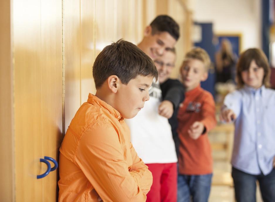 Bullying não é brincadeira! O que fazer quandoa criança ou jovem sofre ou praticao bullying.