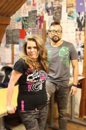 Manon en Jordan in hun Shirt