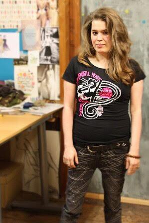 Manon in haar T-shirt