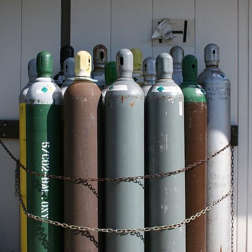 2008-07-24_Bundle_of_compressed_gas_bottles_edited.jpg