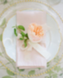 Napkin and plate with flower